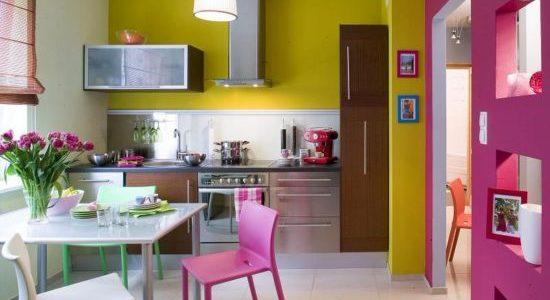 Bucatarie cu decor multicolor