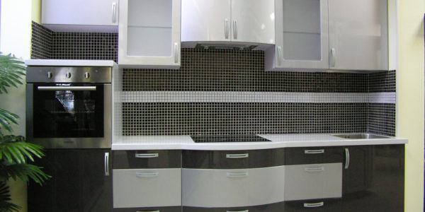 Design gri alb bucatarie