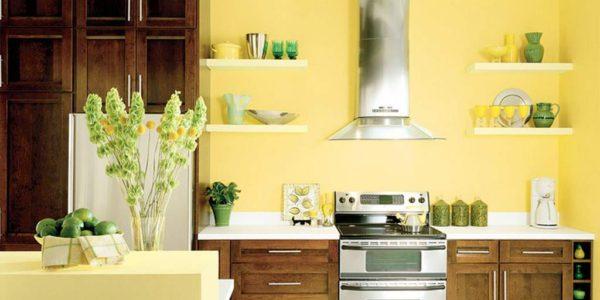 Bucatarie vintage cu decor galben