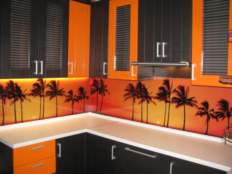 Decor negru portocaliu bucatarie pe colt