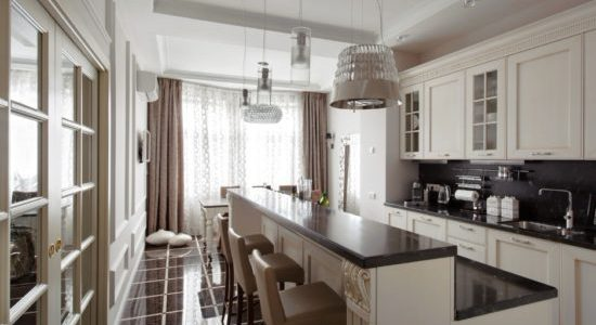 Design neoclasic bucatarie lunga