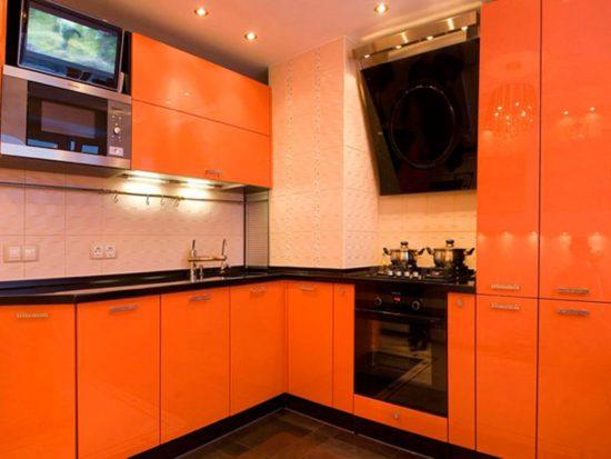 Design portocaliu bucatarie