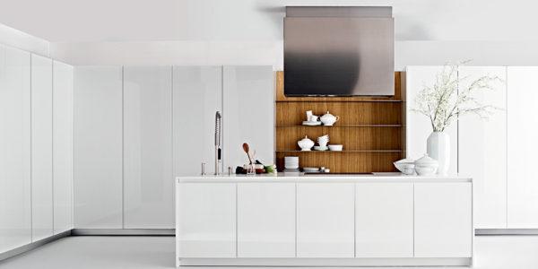 Bucatarie alba cu design minimalist