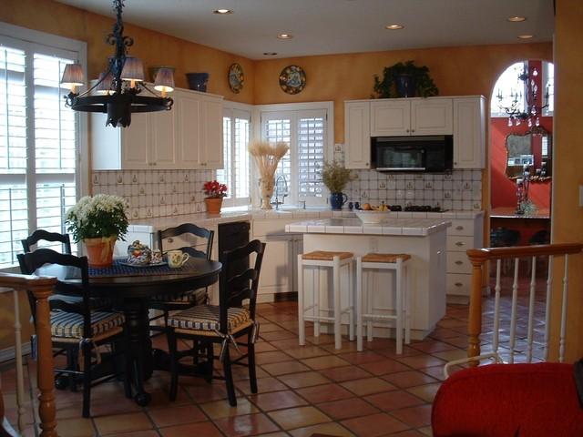 Bucatarie casa amenajata in stil mediteranean