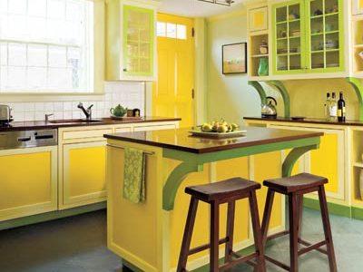 Bucatarie clasica cu decor galben-verde