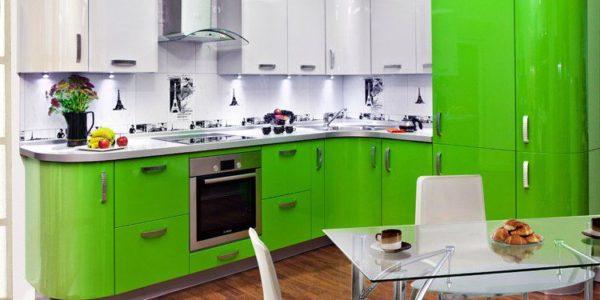 Bucatarie cu decor alb-verde