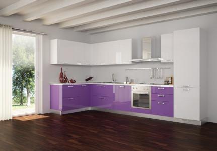 Bucatarie cu decor alb violet