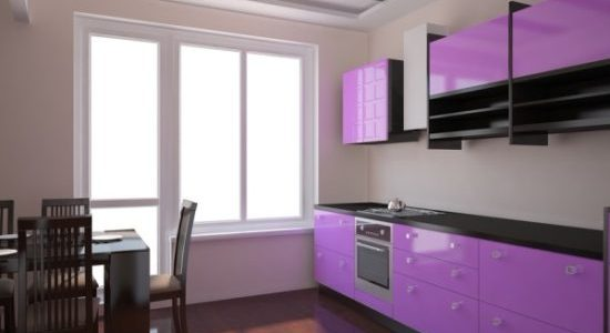Bucatarie cu decor bej-violet
