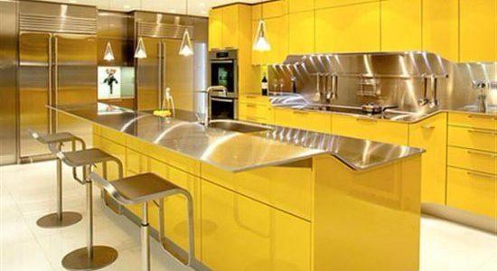 Bucatarie cu decor galben