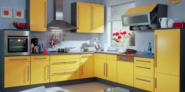 Bucatarie cu decor galben-gri