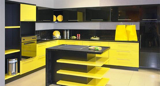 Bucatarie cu decor galben-negru