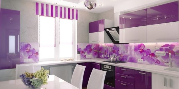 Bucatarie cu design alb violet