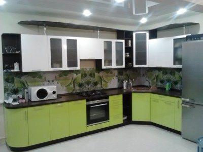 Bucatarie cu mobilier alb-verde