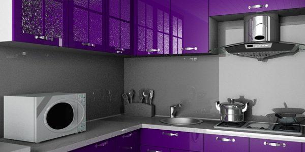 Bucatarie cu mobilier lucios violet