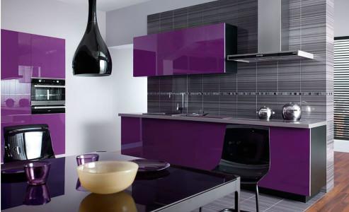 Bucatarie cu mobilier violet