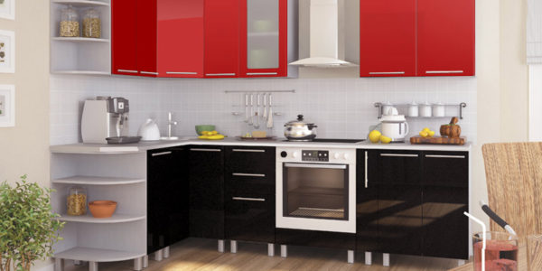 Bucatarie deschisa cu mobilier rosu-negru