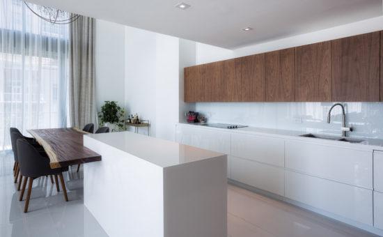 Bucatarie eleganta cu decor minimalist