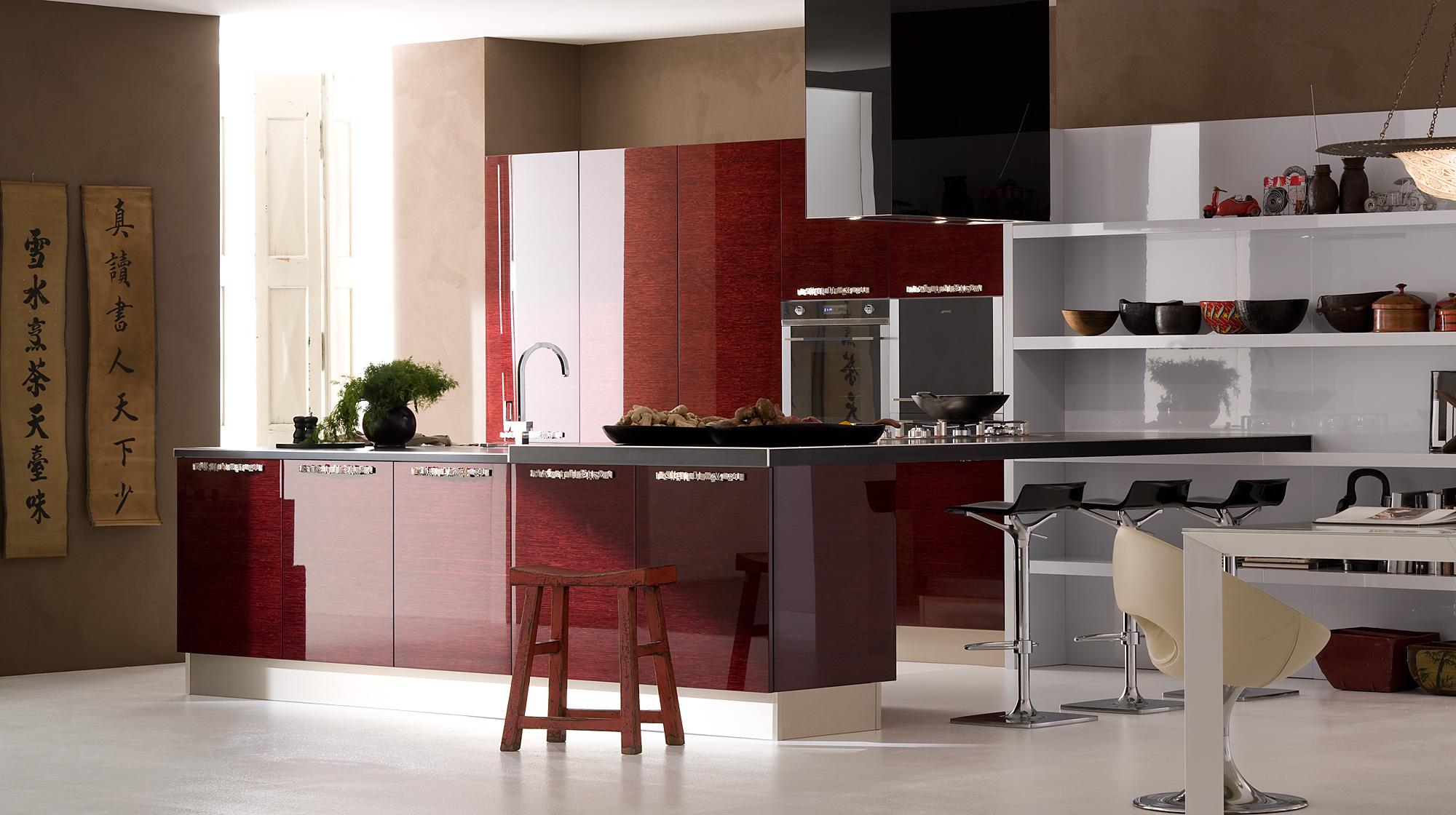 Bucatarie exclusivista cu mobilier rosu