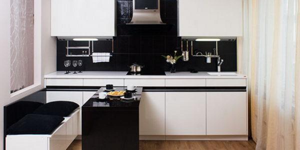 Bucatarie mica cu design alb-negru