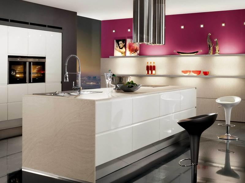 Bucatarie moderna cu decor bej