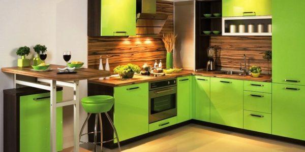 Bucatarie moderna cu design alb-verde