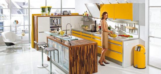 Bucatarie moderna cu mobilier galben