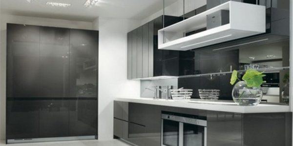 Bucatarie moderna cu mobilier gri