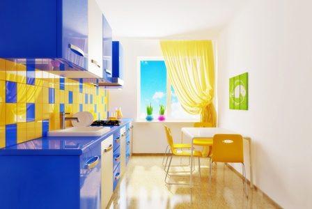 Bucatarie cu decor galben albastru