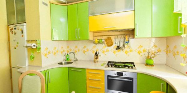 Decor galben-verde bucatarie mica