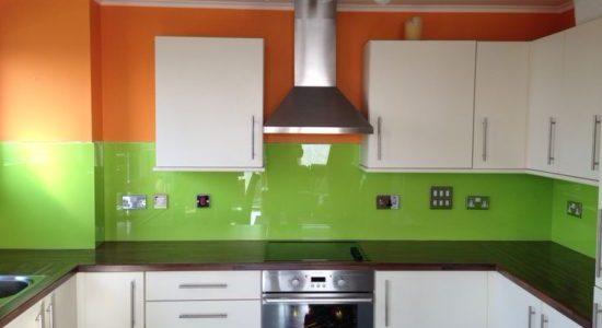 Decor verde-portocaliu bucatarie
