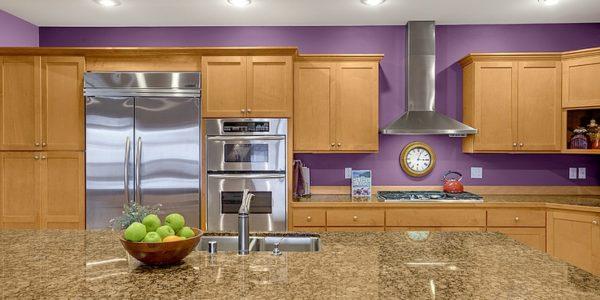 Decor violet bucatarie