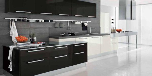Design alb-negru bucatarie deschisa