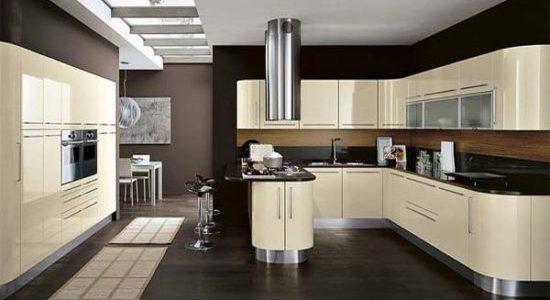 Design bej-negru in bucatarie