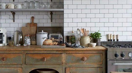 Bucatarie vintage din lemn antichizat