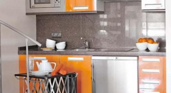 Mobilier portocaliu lucios bucatarie