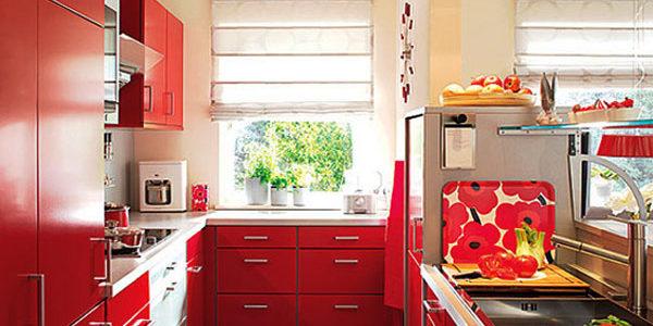 Mobilier rosu bucatarie ingusta