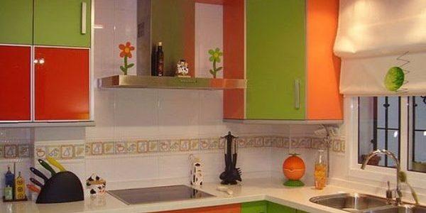 Mobilier verde portocaliu bucatarie