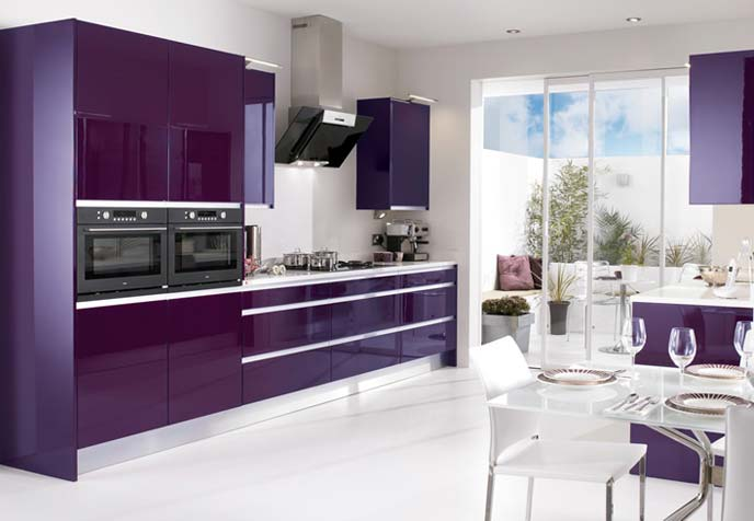 Mobilier violet bucatarie cu dining