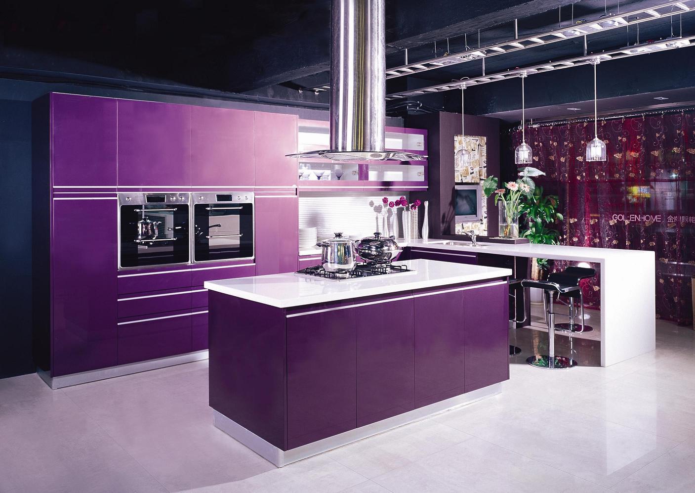 Mobilier violet bucatarie deschisa
