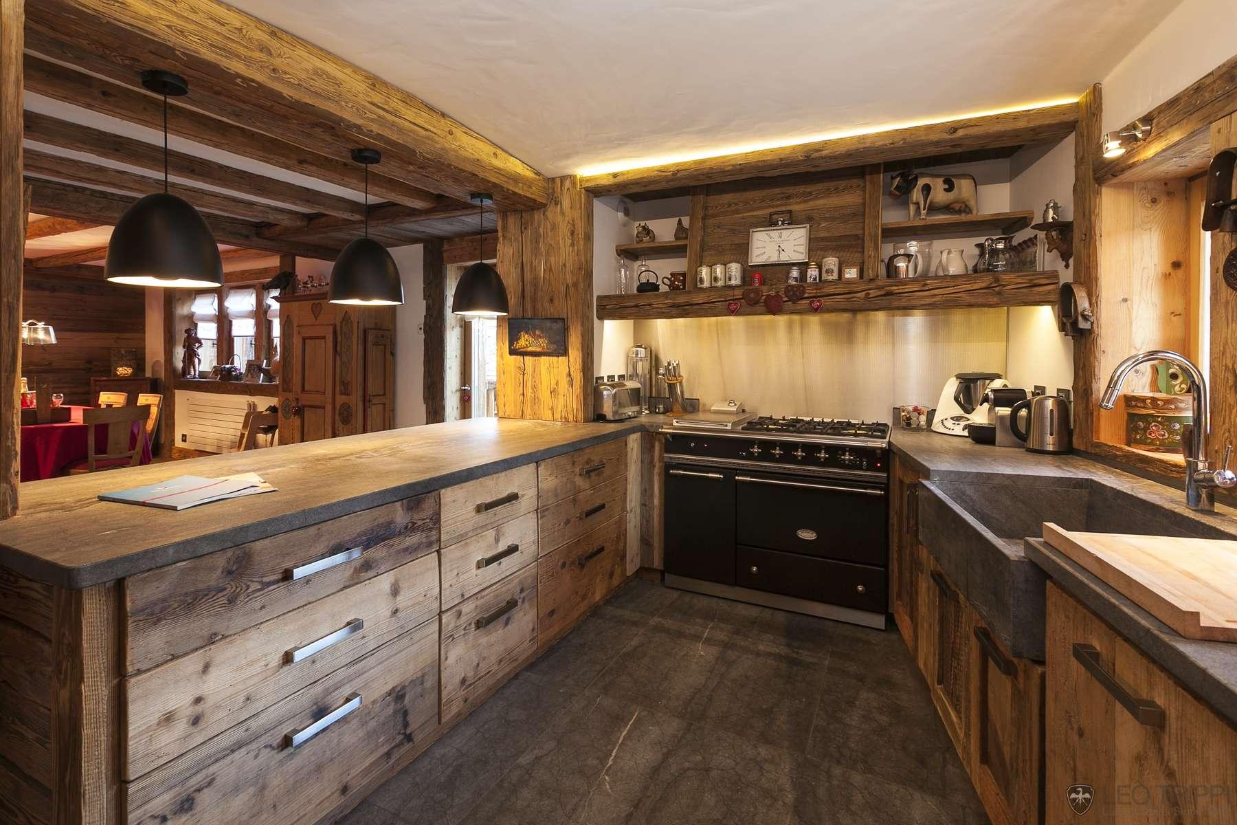 Amenajare rustica bucatarie lemn