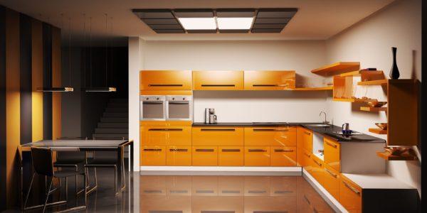 Bucatarire cu dining si decor alb-negru-portocaliu