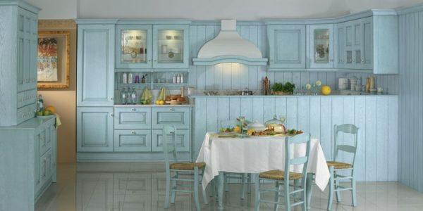 Bucatarie clasica cu decor albastru