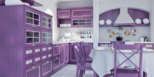 Bucatarie clasica cu decor lila