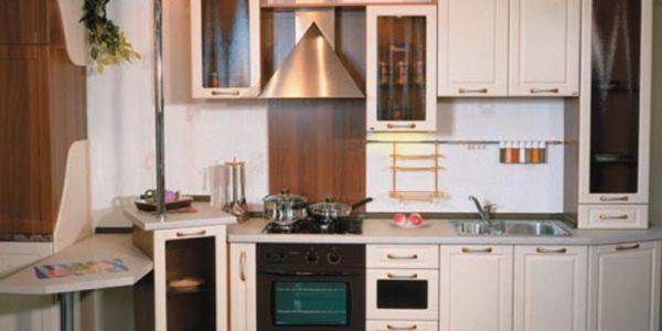 Bucatarie cu mobilier in culoarea sampaniei