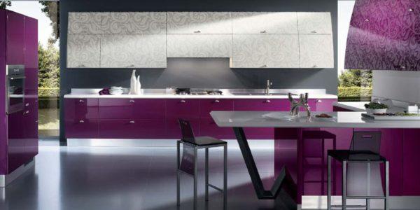 Bucatarie deschis cu mobilier lila