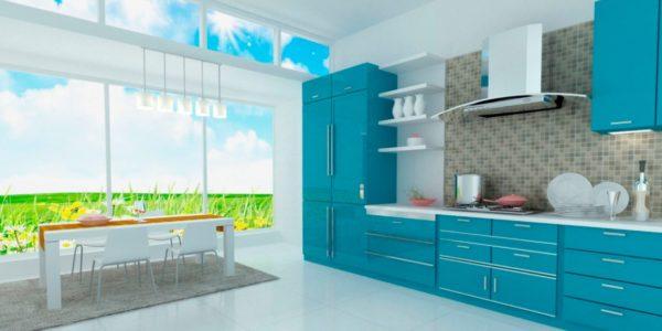 Bucatarie luminoasa cu mobilier albastru