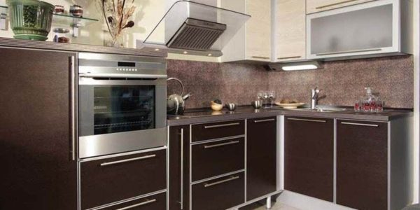 Bucatarie mica cu mobilier wenge