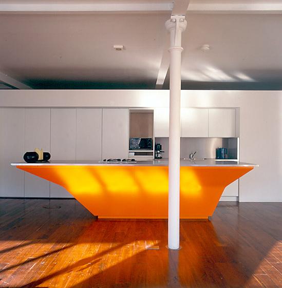 Bucatarie moderne cu design alb-portocaliu