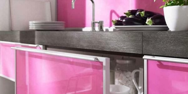 Decor alb roz bucatarie contemporana