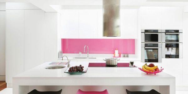 Decor alb roz bucatarie moderna